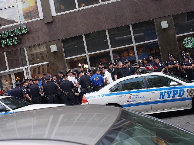 WTCメモリアルサイト付近の道路で見かけた警官隊