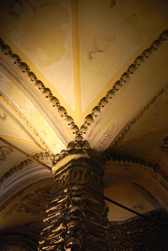 Chapel of Bones (Capela dos Ossos)