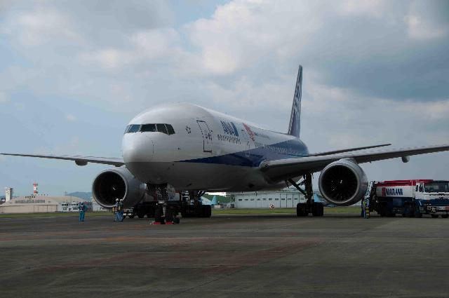 県営名古屋空港に全日空チャーター機が飛来