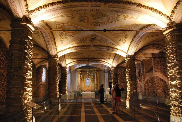 Chapel of Bones (Capela dos Ossos)2