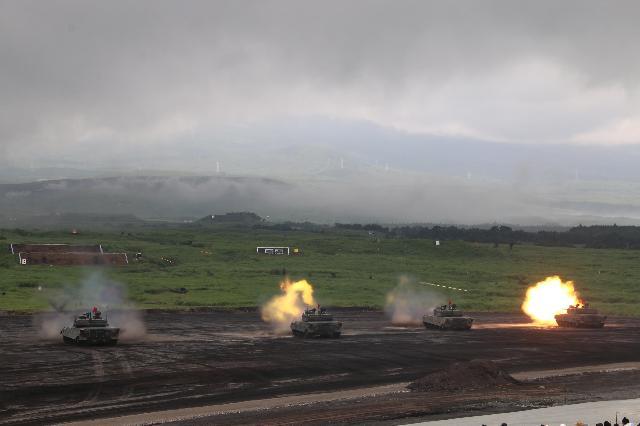 戦車の演習 陸上自衛隊 総合火力演習