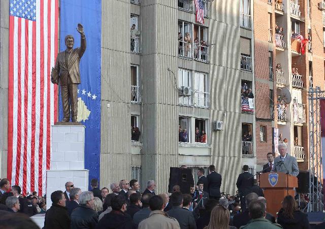 完成!クリントン像ーEuropeTrip2009