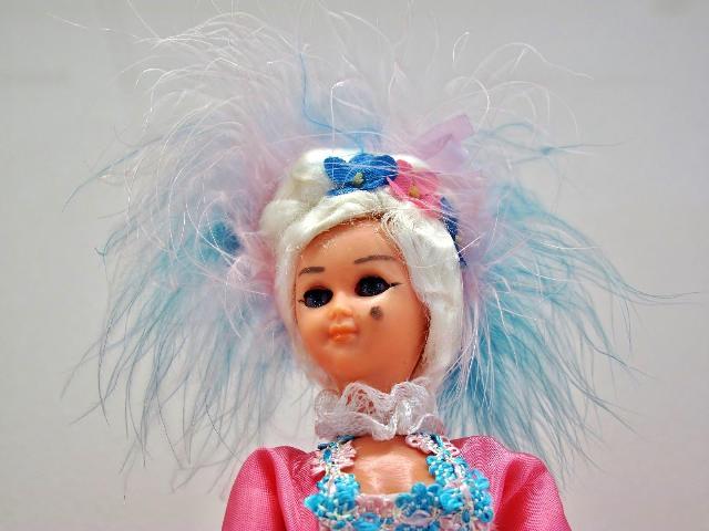 150年位前のフランス人形