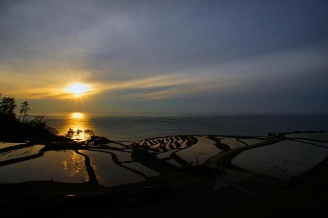 世界農業遺産「白米千枚田」からの夕焼け