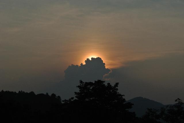 夕暮れの高尾山から望む