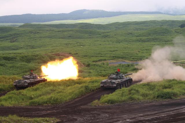 炸裂する戦車の炎~暑い夏に熱い総合火力演習 陸上自衛隊