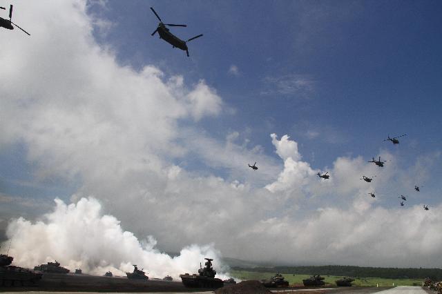 2日目の予行 青空の下で終わる 総合火力演習