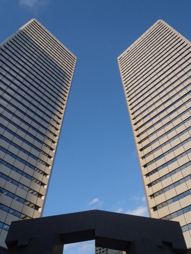 未来門から見上げるツインタワー