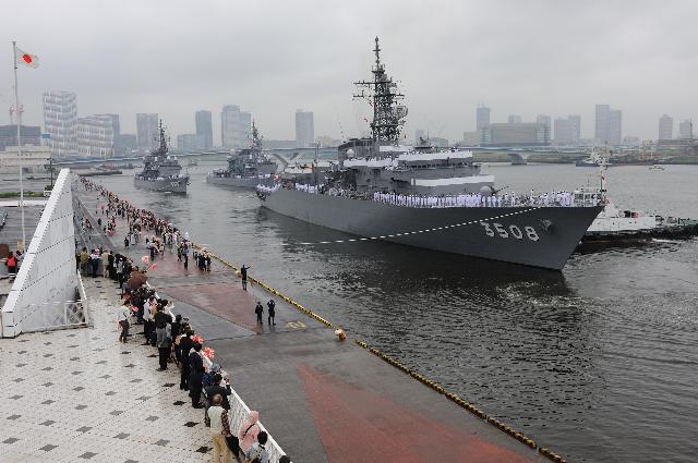 海自練習艦隊 世界一周に向け出航