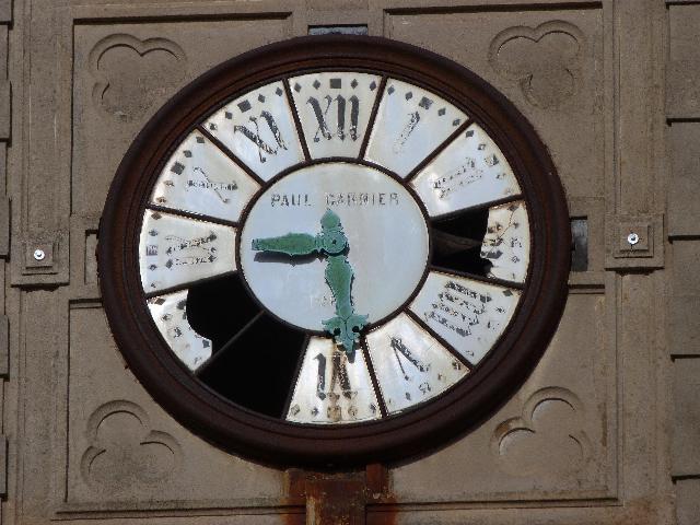 朽ち錆びた時計