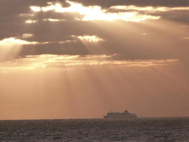 英Portsmouthを出港後、仏Ouistrehamに近ずくフェリー