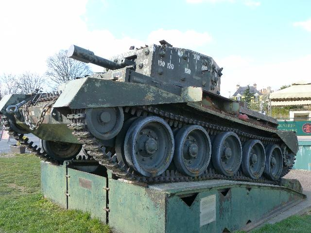 車道の脇に戦車が