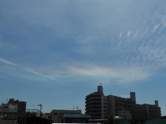 空に虹色の帯 環水平アーク出現!