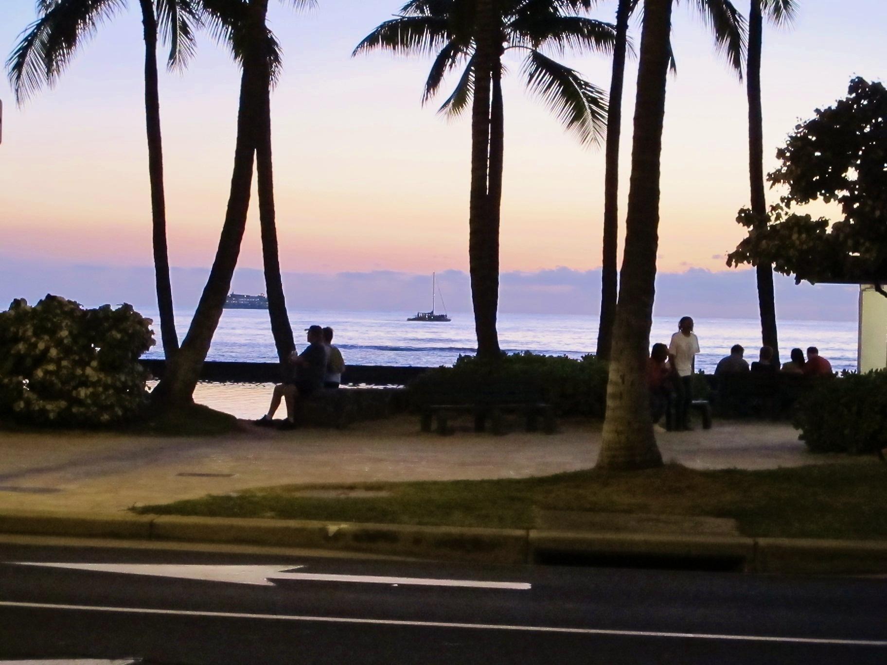 Hawaii Oahu 夕暮れのワイキキ・ビーチ