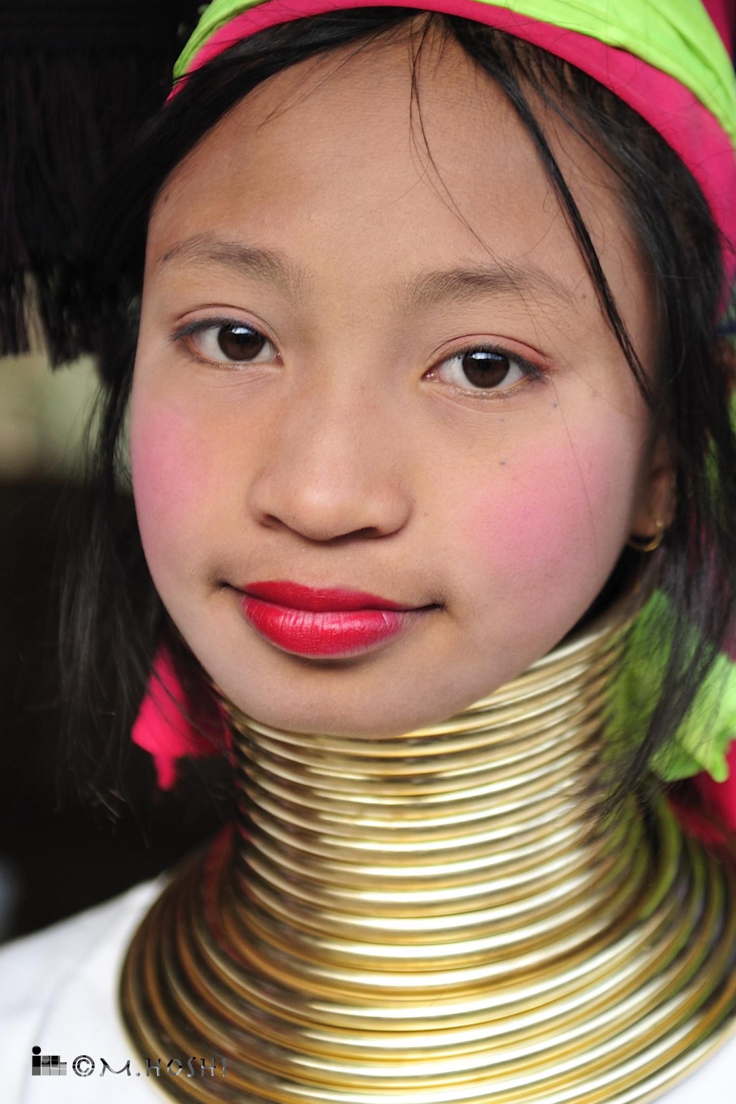 カヤン・ラウィーの少女     通称「首長族」