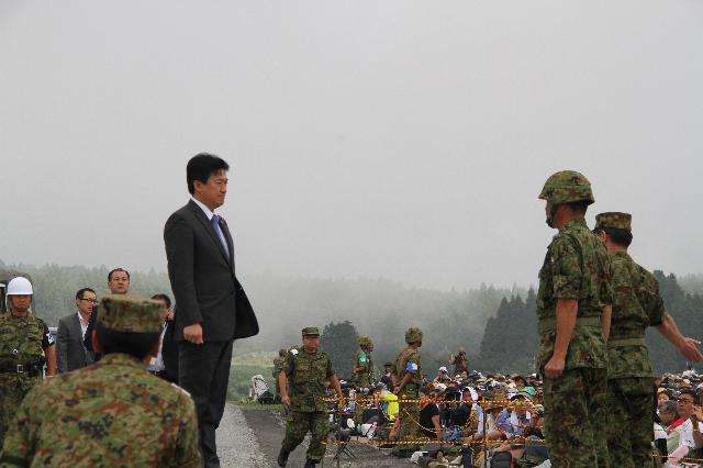 予行を視察された木原政務官 富士総合火力演習