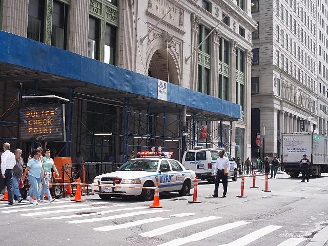 ニューヨークWTCメモリアルサイト付近の警察チェックポイント