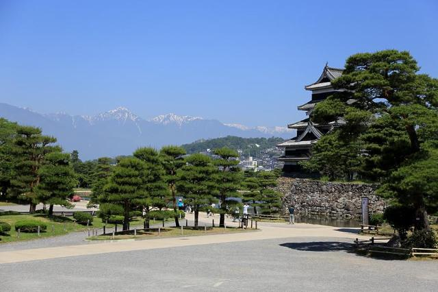 梅雨入り前の松本城