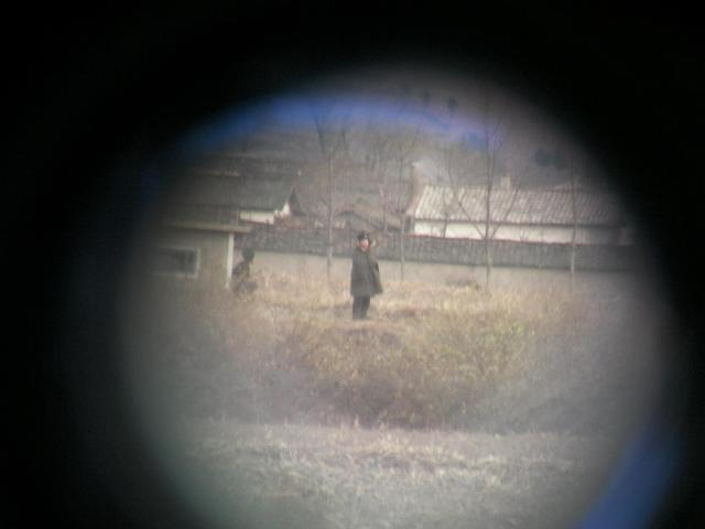 中国・丹東市から北朝鮮を覗いた写真(2008年11月)