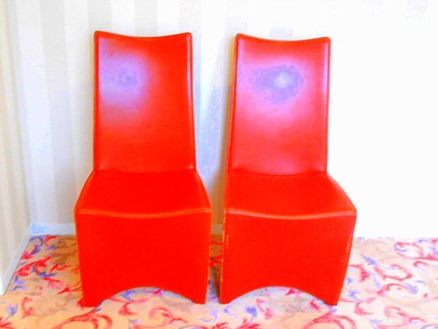 赤い椅子です