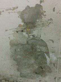 エレベーターの壁のしみ