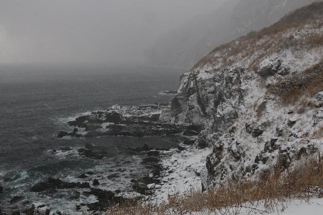雪に包まれる立待岬