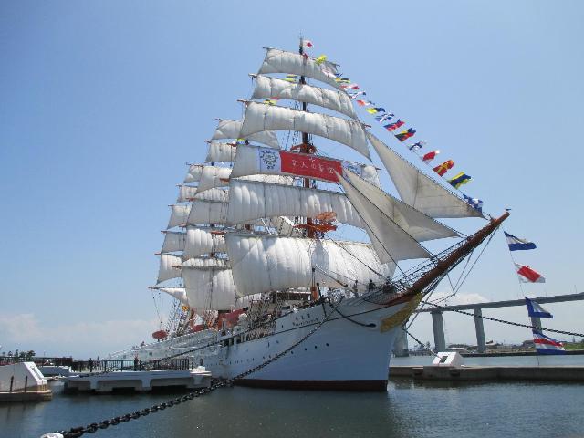 総帆展帆の海王丸