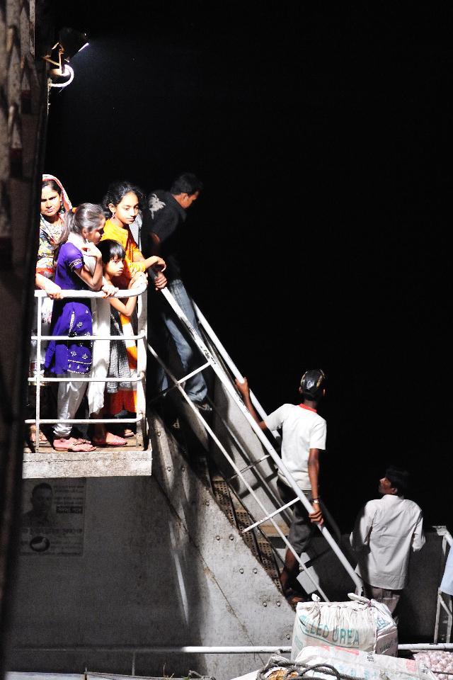 バングラデシュ 大河の船上にて