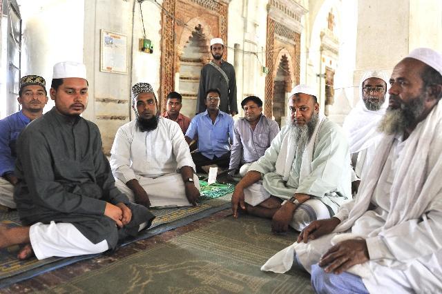 シャイト・ゴンブス・モスクの長老達